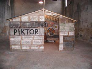 <i>piktori</i>, 2002 </br> various media, 400 x 300 x 220 cm / 157.5 x 118.1 x 86.1 in