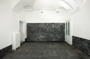 <i>plainte</i>, 2009</br>charcoal on wall</br>variable dimensions