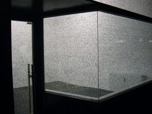 <i>dan perjovschi</I>, 2004 </br> installation view, cologne schnittraum, cologne