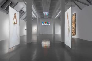 andrea bowers, <i>light and gravity</i>, 2019 </br> installation view, weserburg museum für moderne kunst, bremen