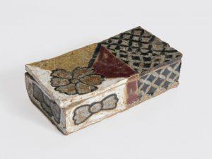 <i>untitled</i>, 2001 </br> glazed ceramic, 3,8 x 14,6 x 7,9 cm / 1.5 x 5.7 x 3.1 in