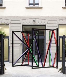 eva rothschild, middle temple, 2015 painted aluminum, 300 x 352 x 338 cm