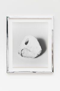 <i>mask</i>, 2009</br> silver gelatin print</br>35,6 x 28 cm