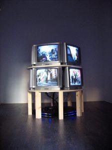 yoshua okón, bocanegra: a walk in the park, 2007 5 channel video installation, 5 hanging lcd screens, installation view, francesca kaufmann, milan