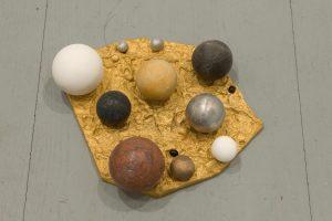 <i>principio</i>, 2008</br>golden bronze, aluminium, marble, bronze seeds</br> 1 x 22 x 28 c, / 0.4 x 8.7 x 11 in