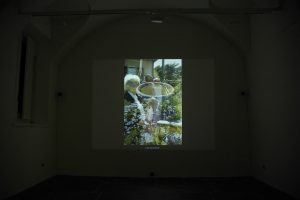 maggie cardelús, looking for time (quogue, 1996), 2007 video, duration 18' loop + ceramic, diam. 60 x 50 cm