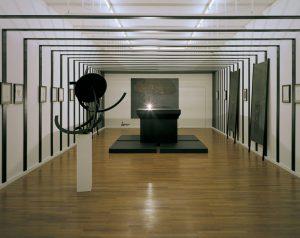 <i>hier</i>, 2006 </br> installation view, städtische galerie im lehnbachhaus und kunstbau, munich