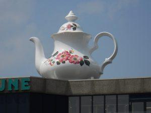 <i>celestial teapot</i>, 2013 </br> installation view, hoog catharijne, utrecht