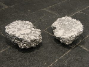 <i>cosa (thing)</i>, 2006</br>aluminium, talcum powder</br>51 x 41 x 20 cm / 20 x 16.1 x 7.8 in