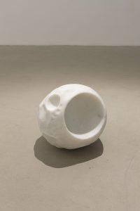 <i>due lune con stupore</i>, 2010</br>white statuesque marble</br> diameter 30 cm