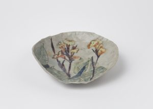 Magdalena Suarez Frimkess, <i>untitled</i>, 2007 </br> glazed ceramic, 17,8 x 16,5 x 3,8 cm / 7 x 6.5 x 1.5 in