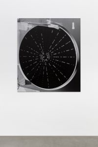 Shannon Ebner, STRAYER,  2018 </br> archival pigment print mounted on aluminum </br> 127 x 110,2 x 0,8 cm / 50 x 43.4 x 0.3 in