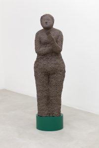 <I>Phone User, 1</I>, 2021 </br> clay, steel plinth</br> 165 x 46 x 34 cm / 64.9 x 18.1 x 13.3 in